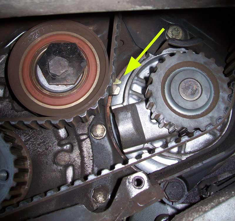 Datei:Motor Zahnriemen Spannrolle Kontrolle unten verstellt.jpg – T4 ...